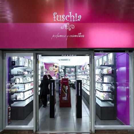 Perfumes, cosméticos y tratamientos con incomparable variedad de marcas de prestigio en cada categoría.